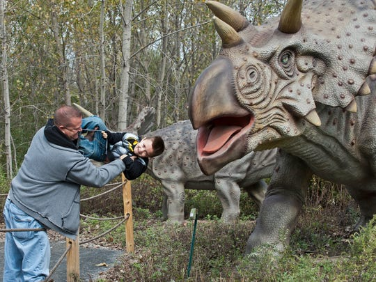 Field Station: Dinosaurs features life-size animatronic creatures like this Triceratops.