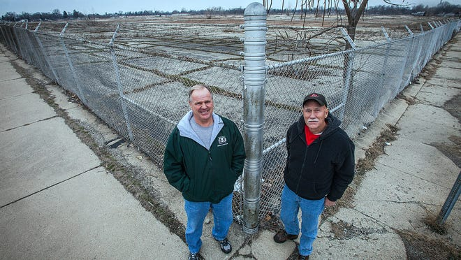 Since the Muncie Chervrolet plant closed in 2006, Bill Grobey and Jary Dawson, both former employees, have become unofficial historians of the auto parts plant.