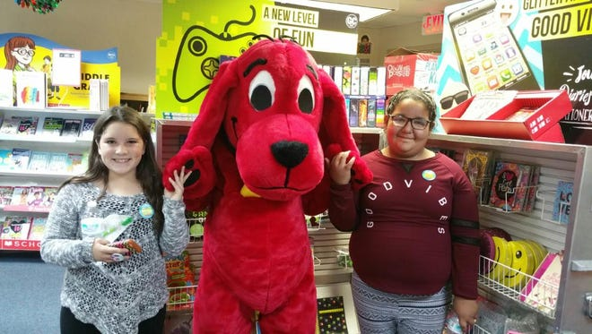 Clifford from the educational series on television stopped by to greet students participating in the Bingo for Books Event at White Mountain Elementary in November. The family night featured bingo and shopping at the scholastic book fair. More than $150 in gift certificates and books were donated for the event in large part by the WMR Parent Advisory Committee, teachers, staff and the Sierra Blanca Book Shelf Project.