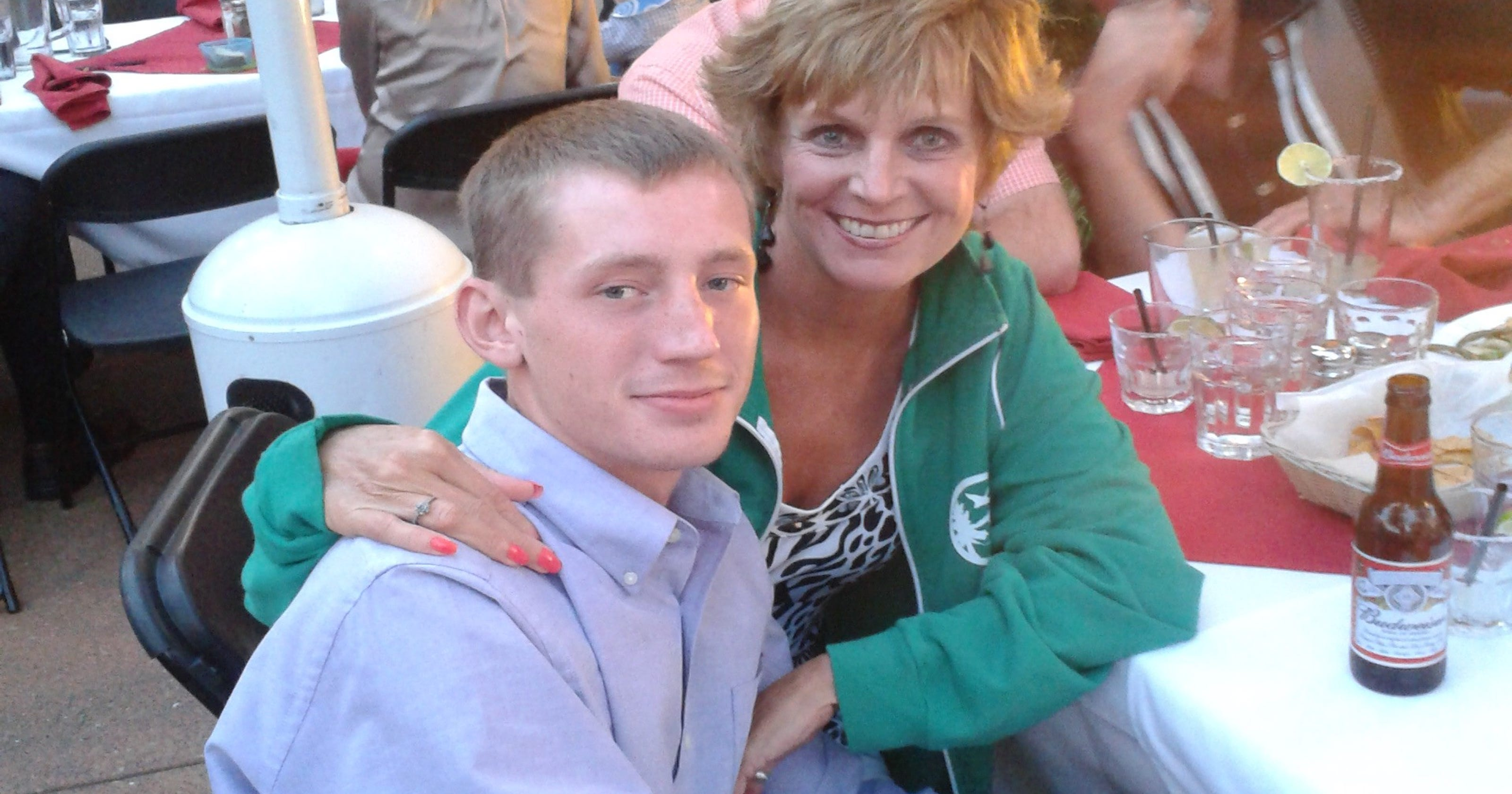 Proud Little Mom With Huge Thankless >> After Son S Death Grieving Mom Thanks His Nurses