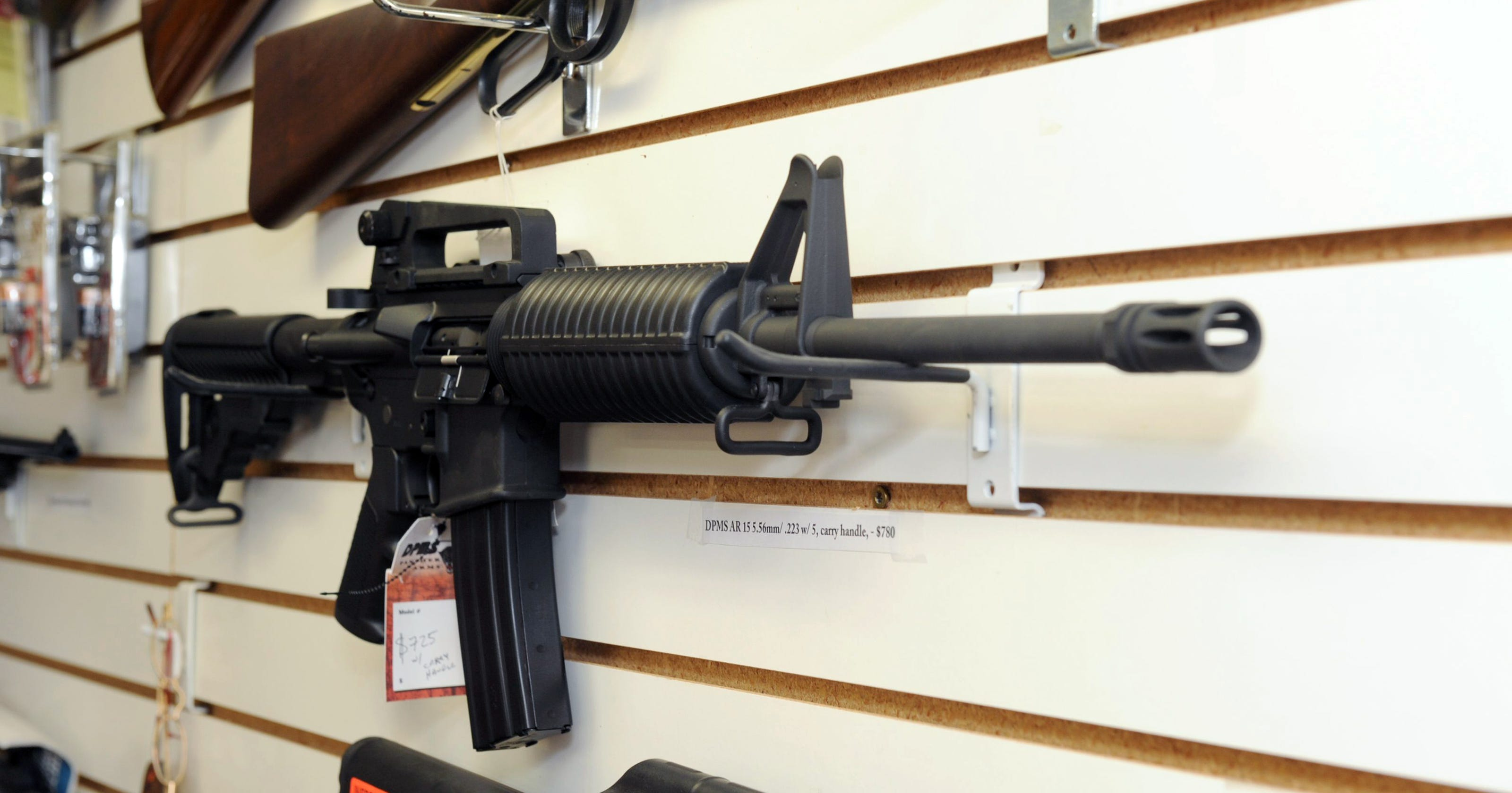 Open carry: Man can walk around with assault rifle in Philly