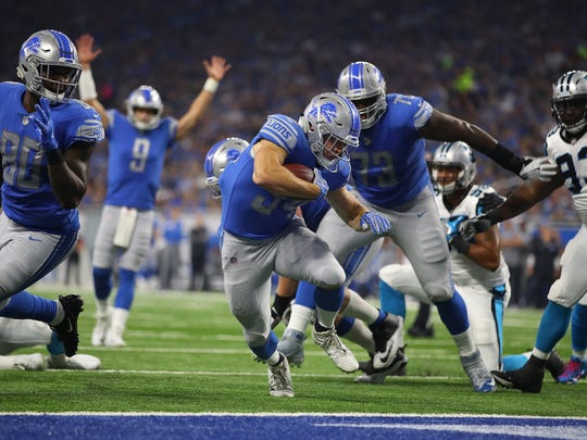 DETROIT, MI - OCTOBER 08: Quarterback Matthew Stafford #9 of the Detroit Lions signals a touchdown as running back Zach Zenner #34 crosses the goal line against the Carolina Panthers during the second quarter at Ford Field on October 8, 2017 in Detroit, Michigan. (Photo by Gregory Shamus/Getty Images)
