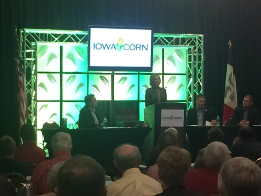 Fiorina addresses farmer's concerns at Corn Growers meeting
