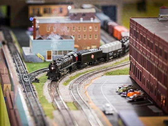 635922539007026812-model-train.jpg