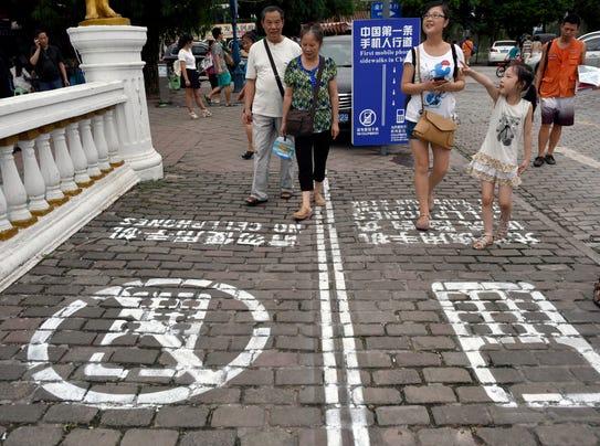 AP_China_Cellphone_Lane