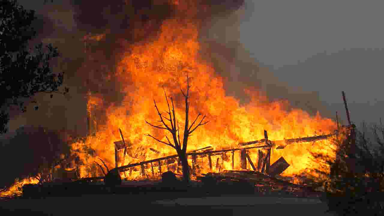 At Least 10 Dead 1500 Homes Destroyed In Northern California Wildfires