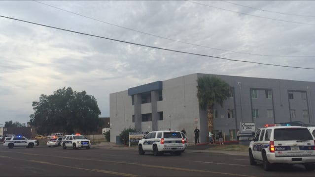 """Phoenix police say officers were working an """"active scene"""" at an apartment complex where a man was shot near 27th and Glendale avenues on Sept. 20, 2016."""