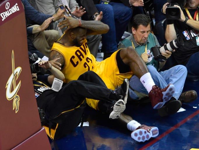 Andrew Bogut says LeBron James jumped into cameraman