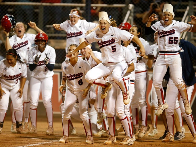 The diversity of Texas, illustrated in one photo 635675086239755806-APTOPIX-NCAA-Minnesota-Arizona-softball-tkelly-azcentral.com-3