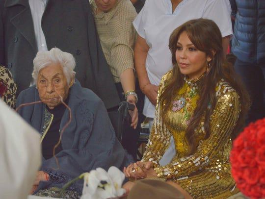 Thalía se emocionó con los 100 años de su abuela.