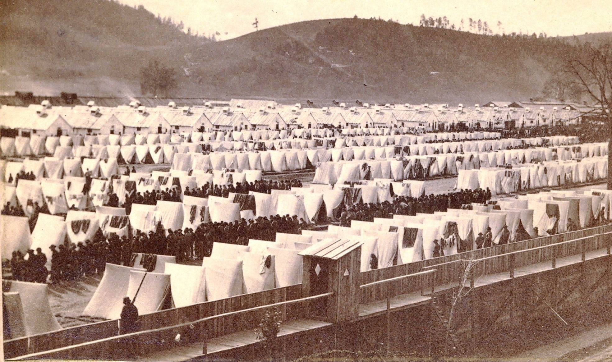 how were prisoners treated during the civil war