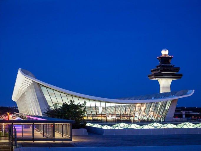 Washington Dulles International Airport, Chantilly
