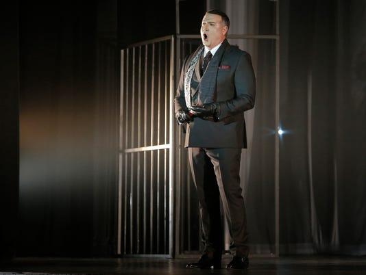 """El Paso Opera """"Tosca"""" performance"""
