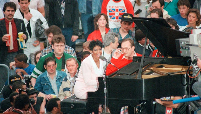 Motown legend Aretha Franklin sings the national anthem at the beginning of WrestleMania III. Traffic was so bad getting to the Silverdome, she arrived just on time, with no time for a sound check. Aretha Franklin headlined a celebrity roster that also included Bob Uecker and Mary Hart.