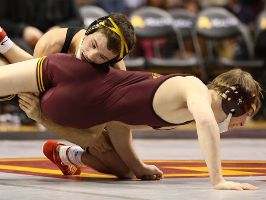 Iowa Minnesota Wrestl_Leis (1).jpg
