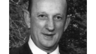 Dr. Lloyd Maxon