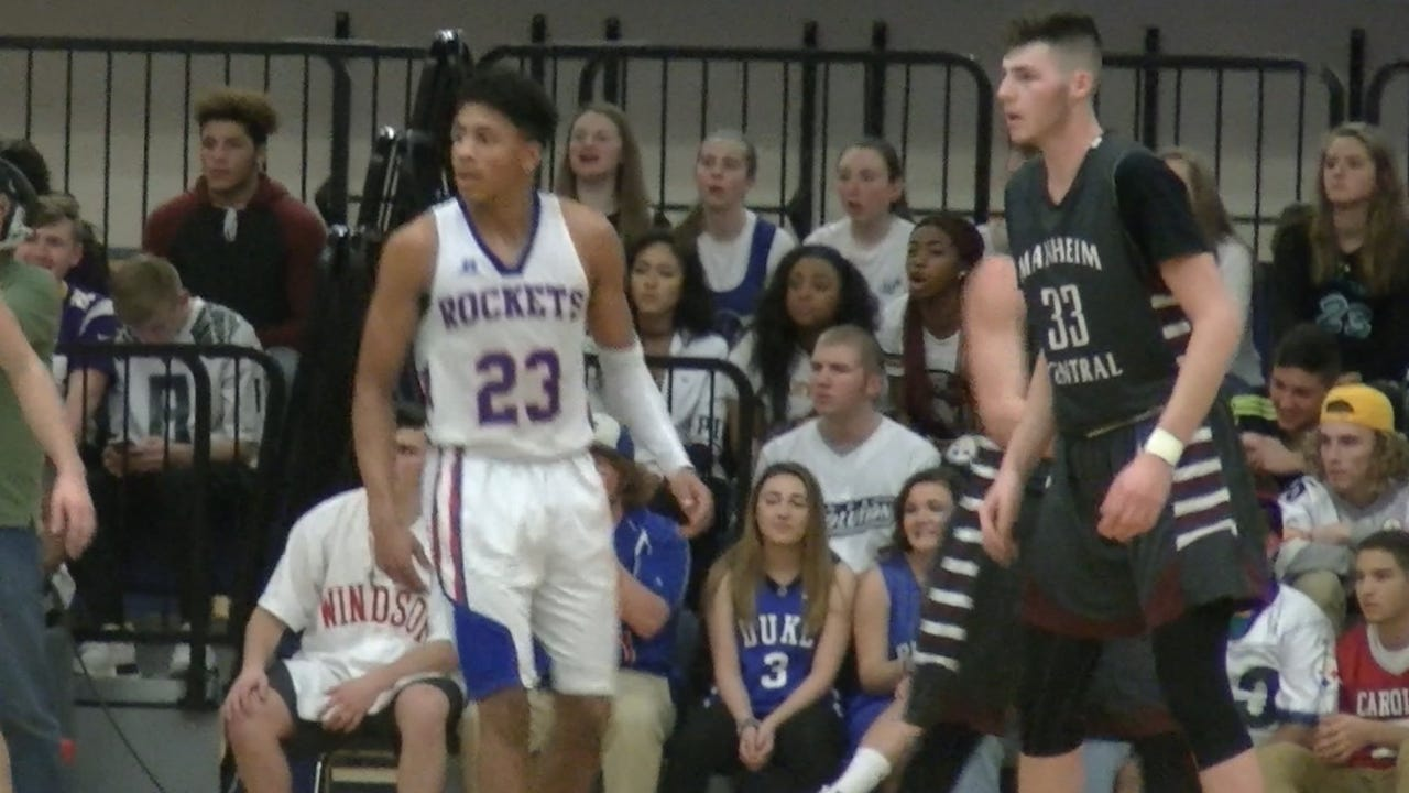 Watch: AAU teammates Brooks and Funk face off