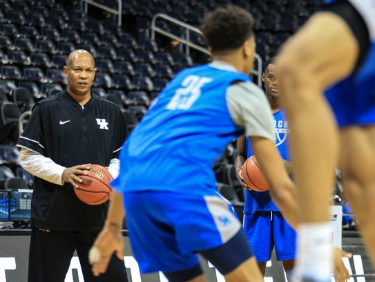 UK assistant coach Kenny Payne watches during practice