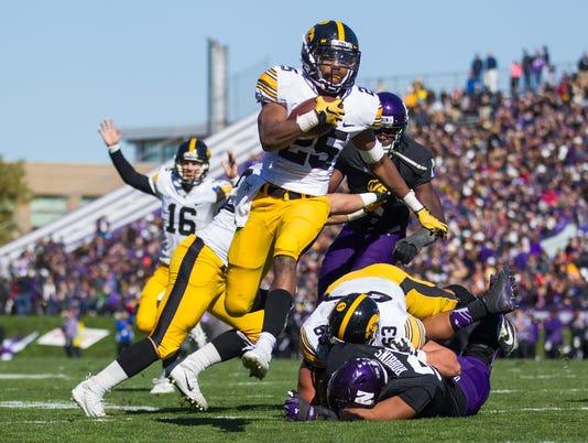 635808509768125659-Northwestern-vs-Iowa-Football-10-17-15-000024