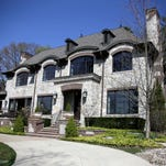 Photos: Luxurious limestone with a lake view in Birmingham
