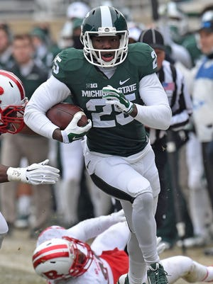Keith Mumphrey(25) roars down the sidelines in the first half as MSU hosts Rutgers, Saturday afternoon at Spartan Stadium in East Lansing. (Dale G. Young  / The Detroit News )