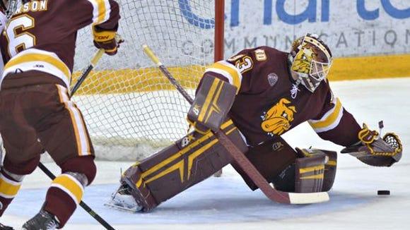 Minnesota-Duluth goalie Kasimir Kaskisuo covers a puck