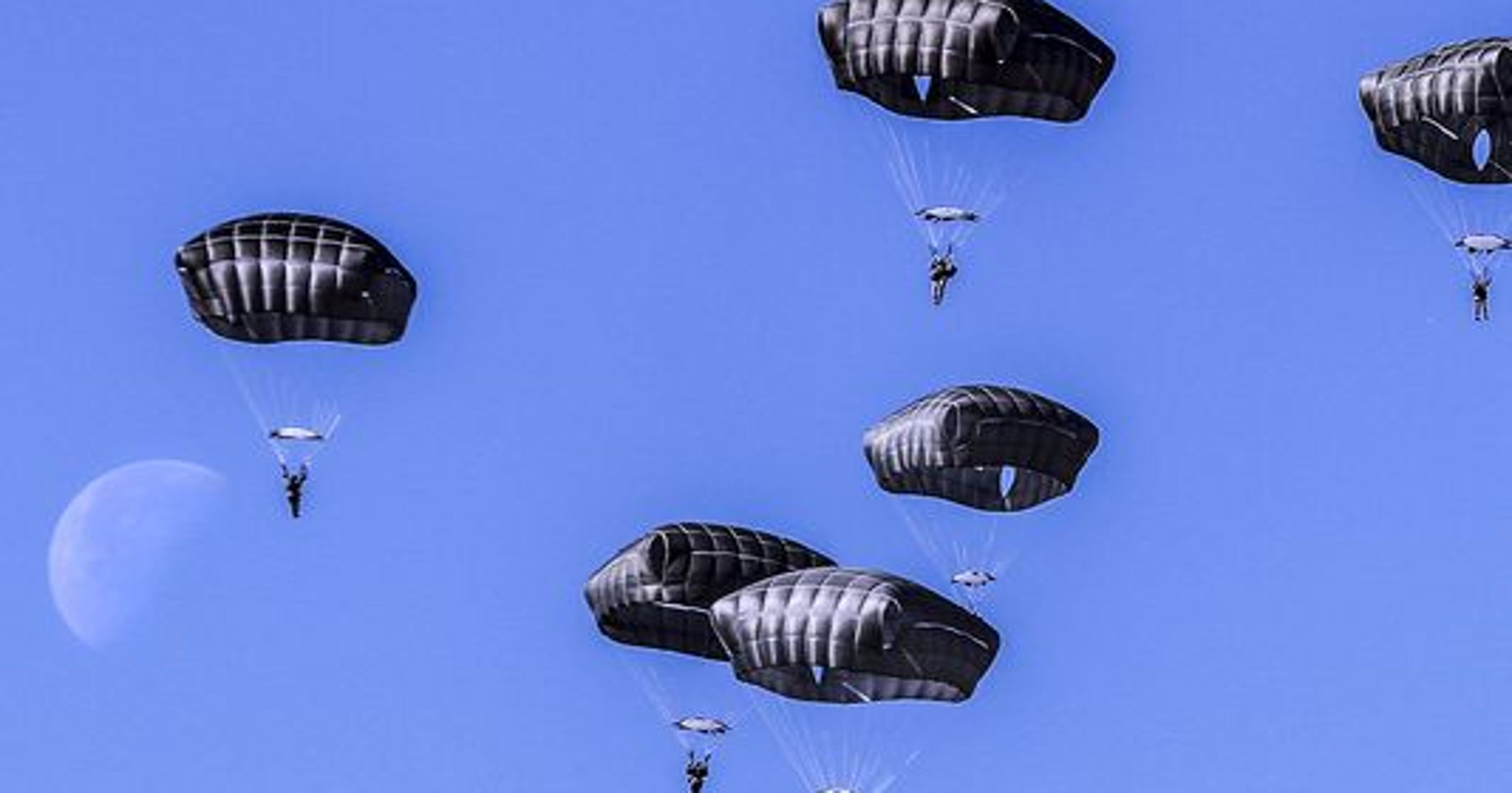 Airborne ops suspended after two paratrooper deaths