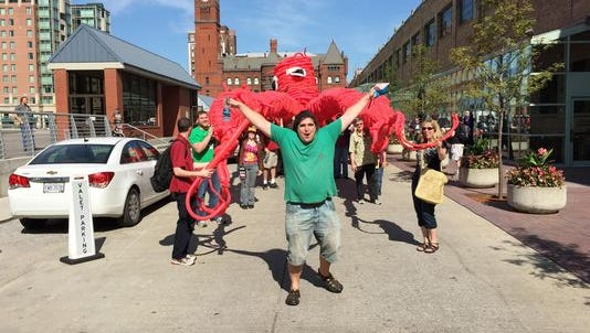 Tim Thurmond celebrates the completion of his Guinness World Record balloon sculpture.