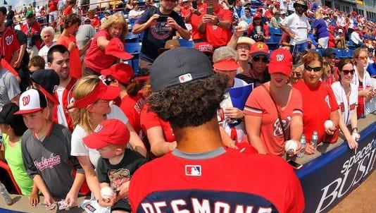 Nationals fans flock for Ian Desmond's autograph.