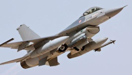 Lockheed Martin F-16 - Take Off