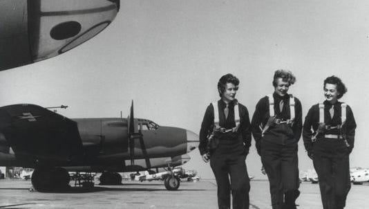 WASPs on runway, Laredo Texas, 1944.