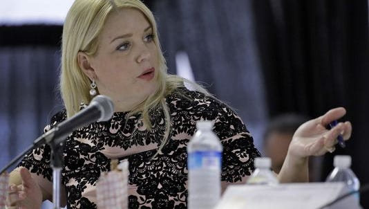 Florida Attorney General Pam Bondi dropped an inquiry into Trump University despite complaints from citizens.