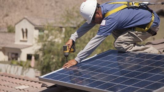 Texts between a RUCO consultant and an APS official are raising questions as the debate over solar rates continues.