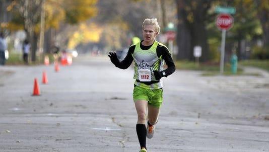 T.J. Schmidt waves as he wins last year's inaugural Houdini 10K race in Appleton.