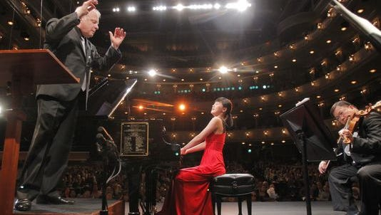 Fei-Fei Dong (piano) performs under the direction of Leonard Slatkin in Fort Worth in 2013.