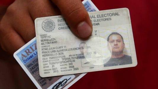En octubre el Consejo General del Instituto Nacional Electoral (INE) aprobó el diseño de la credencial de elector que podrán tramitar desde el extranjero los connacionales.