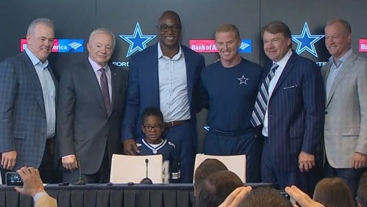 DeMarcus Ware retired as a member of the Dallas Cowboys on Monday.