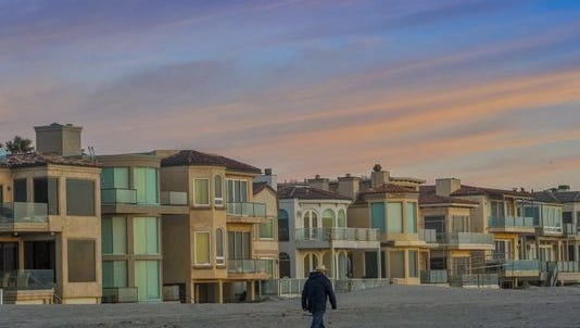 A state appeals court has handed a victory to a married couplewho sued a homeowners association over its policy that renters must stay a minimum of 30 days at short-term rental propertiesin the coastal neighborhood of Oxnard Shores.