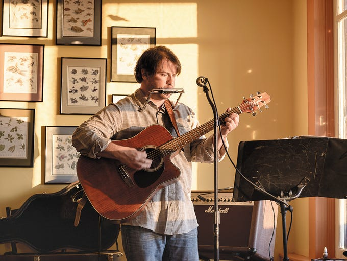 Tom Chamberlain performs at Café Sol, 4503 State Route