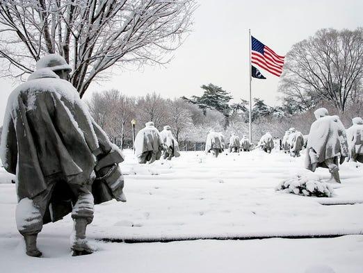 la Note de Corsair - Page 4 636171568506522003-Korean-War-Veterans-Memorial-Carol-M-Highsmith-NPS-photo-snow