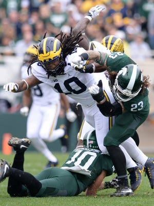 Michigan linebacker Devin Bush and junior linebacker Chris Frey run into each other during the game against Michigan on Saturday, Oct. 29, 2016 at Spartan Stadium in East Lansing. Michigan defeated Michigan State, 32-23.