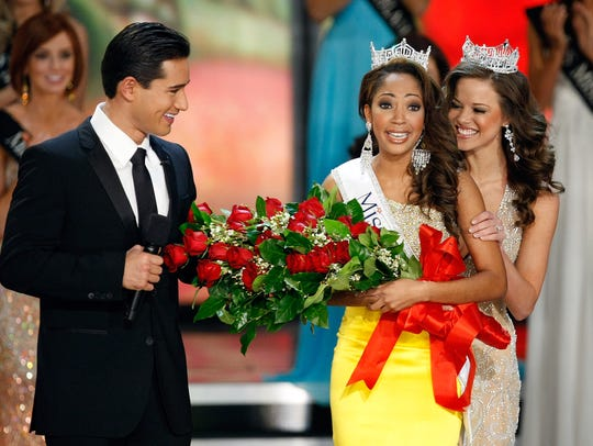 Host Mario Lopez, left, looks on as Miss America 2009