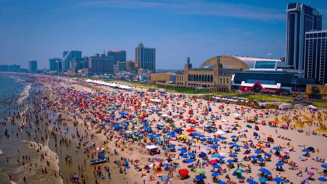 Crowd on Atlantic City beach.
