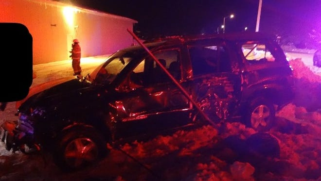 A 25-year-old Lomira man died after a one-vehicle crash early Thursday morning.