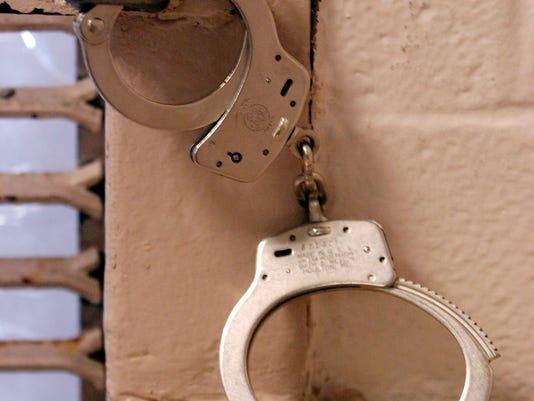 635764596406097902-Handcuffs