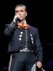 The popular Grammy Award-winning Mexican singer Alejandro Fernández will bring his Hecho en Mexico tour to El Paso.