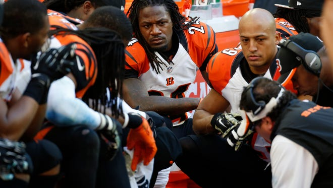 Bengals defensive players receive instructions from defensive coordinator Paul Guenther.