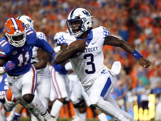 Terry Wilson (3) rushes against Florida.