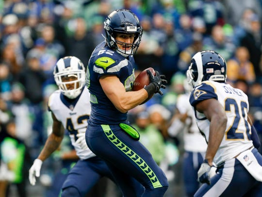 Seahawks tight end Luke Willson catches a touchdown