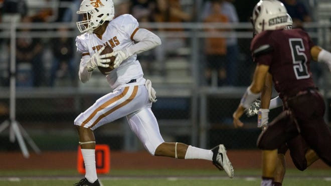 Waydale Jones runs it in for a touchdown after making a catch during the first quarter of their game against Sinton at Pirate Stadium in Sinton on Friday, Sept. 16, 2016.